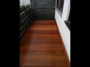 Balkon erneuert mit Terrassenholz. Meisterbau - solides Handwerk