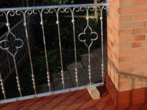 Balkonerneuerung mit Neuanfertigung der Brüstung. Meisterbau - Solides Handwerk im Rhein-Main-Gebiet