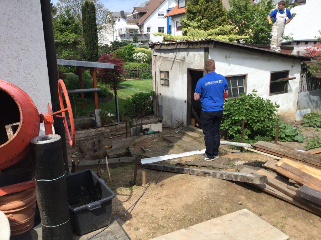 vor der Umgestaltung eines Gartens mit Anfertigung einer neuen Gartenlaube. Meisterbau - Solides handwerk im Rhein-Main-Gebiet