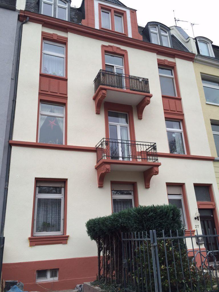 Sanierung einer Fassade in Hanau. Meisterbau - Solides Handwerk im Rhein-Main-Gebiet